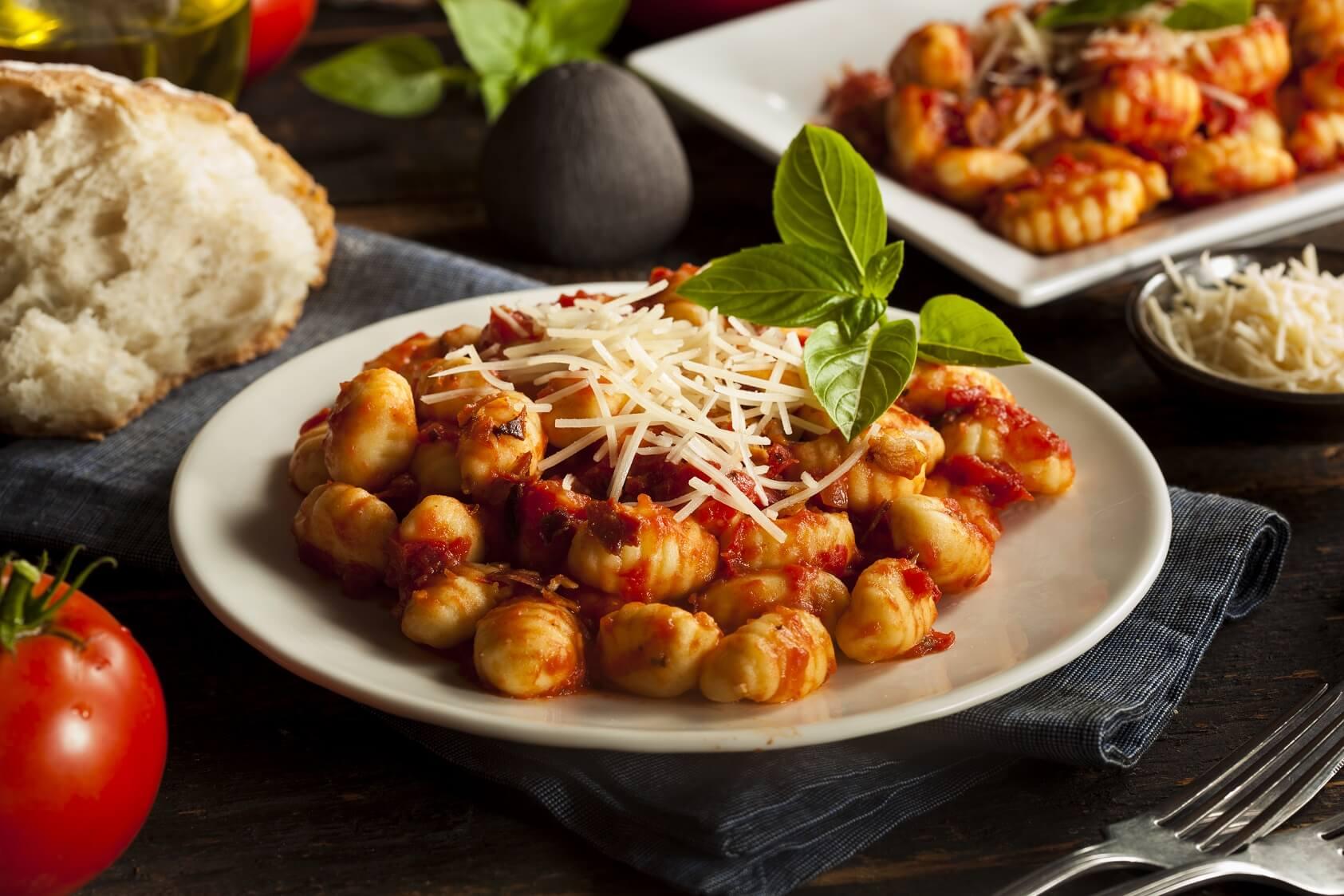 Gnocchi-Rezept-vegeatrisch-klassisch-Spinat-Kuerbis-aus-der-Pfanne-Basilikum